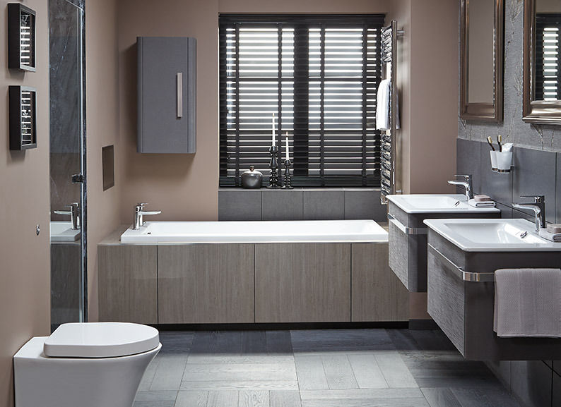Salle de bain design chrome verre et ceramique