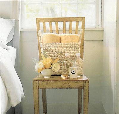 Chaise table de chevet