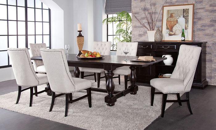 Salle a manger noir antique chaises blanches cloutees