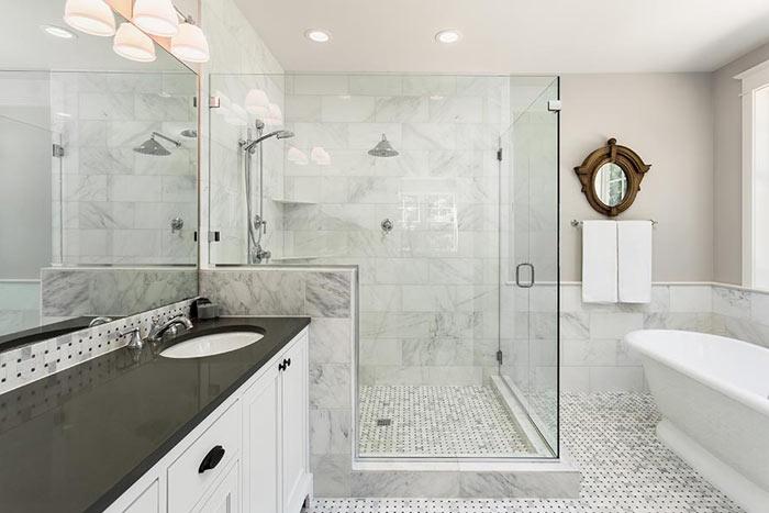 Salle de bain moderne et mosaique