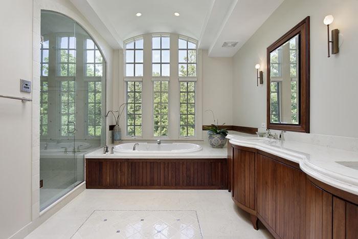 Salle de bain moderne teck et tons clairs