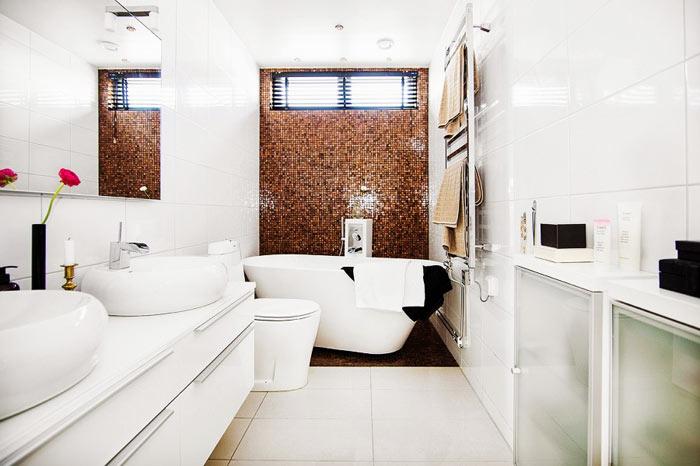 Salle de bain scandinave blanche